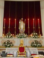 Simulacro di S. Martino Vescovo sull'altare maggiore della chiesa a lui intitolata, nel giorno della festa ( 11 Novembre ).  - Carrubba di giarre (3324 clic)
