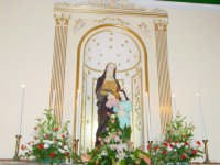 Statua di S.Anna nella sua cappella all'interno della chiesetta a lei dedicata nella borgata marinara nel giorno della sua festa. ( 26 Luglio)  - Sant'anna di mascali (4193 clic)