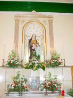 Statua di S.Anna nella sua cappella all'interno della chiesetta a lei dedicata nella borgata marinara nel giorno della sua festa. ( 26 Luglio)  - Sant'anna di mascali (5455 clic)