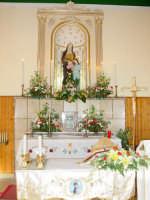 Statua di S.Anna nella sua cappella all'interno della chiesetta a lei dedicata nella borgata marinara nel giorno della sua festa. ( 26 Luglio)  - Sant'anna di mascali (5596 clic)