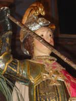 Antico simulacro di S. Giorgio Martire sul fercolo nel giorno della sua festa (23 Aprile ).  - Calatabiano (2380 clic)