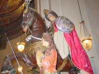Antico simulacro di S. Giorgio Martire sul fercolo nel giorno della sua festa (23 Aprile ).  - Calatabiano (2448 clic)