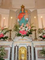 Festa della Madonna del Rosario: simulacro della madonna sul altare maggiore.  - Giarre (7172 clic)