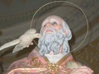 Statua di S. Gregorio Magno, nel giorno della festa all'interno del santuario della Madonna della Vena.  - Piedimonte etneo (3235 clic)