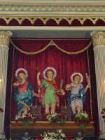 I santi martiri Alfio, Filadelfo e Cirino sull'altare maggiore nel giorno della festa ( prima domenica di maggio ).   - Sant'alfio (5023 clic)