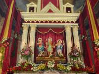I santi martiri Alfio, Filadelfo e Cirino sull'altare maggiore nel giorno della festa ( prima domenica di maggio ).   - Sant'alfio (3640 clic)