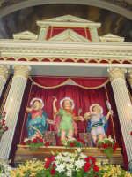 I santi martiri Alfio, Filadelfo e Cirino sull'altare maggiore nel giorno della festa ( prima domenica di maggio ).   - Sant'alfio (2792 clic)