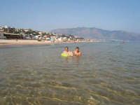 Aqua cristallina e spiaggia splendida, molto rinfrescante  - Alcamo (1492 clic)