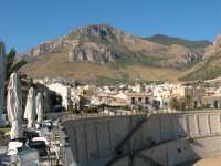 Il monte Inici, ai suoi piedi il paese   - Castellammare del golfo (816 clic)