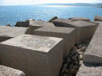 Blocchi di pietra per la sicurezza del mare in tempesta   - Castellammare del golfo (2088 clic)