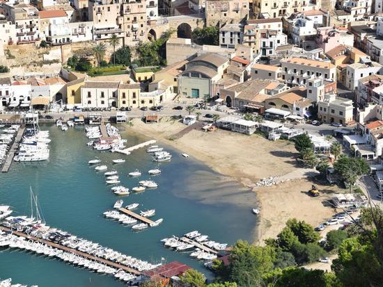 Per le vie di Castellammare del Golfo - CASTELLAMMARE DEL GOLFO - inserita il 19-Mar-19