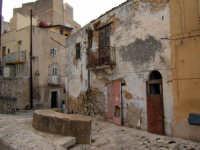 Casa disabitata e vecchia vicino alla fontana araba  - Alcamo (1852 clic)