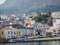 Per le vie di Castellammare del Golfo: al porto  - Castellammare del golfo (1386 clic)