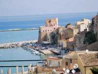 Per le vie di Castellammare del Golfo: al porto  - Castellammare del golfo (1601 clic)