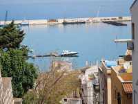 Per le vie di Castellammare del Golfo: al porto  - Castellammare del golfo (1524 clic)