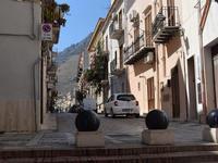 Per le vie di Castellammare   - Castellammare del golfo (137 clic)