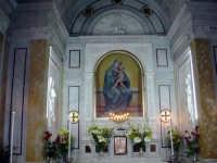 All' interno del Santuario di Maria s.s. Dei Miracoli  - Alcamo (4876 clic)