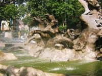 Fontana, vicino alla stazione F.S.  - Catania (1768 clic)
