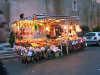 Bancarella di dolciumi per grandi e piccini in occasione di una festa del paese.   - Alcamo (2384 clic)