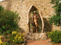 Statua di S. Giuseppe situata nel giardino di fronte al Santuario di Maria S.S.Dei Miracoli  - Alcamo (1174 clic)