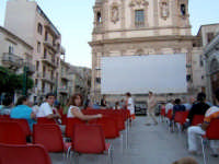 Serata estiva in Piazza Ciullo con la proezione di un film  - Alcamo (1107 clic)
