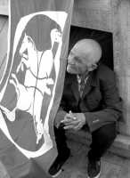 anziano curioso  - Comiso (3047 clic)