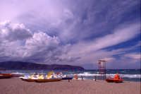 Spiaggia con lo sfondo di Capo Tindari e Capo Calavà  - Tonnarella (7336 clic)