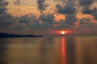 Tramonto a Capo Calavà con lo sfondo del promontorio di Capo d'Orlando  - Foto di Giuseppe Accordino  - Gioiosa marea (9347 clic)