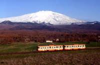 Ferrovia circumetnea con l'etna innevata sullo sfondo  - Bronte (10255 clic)
