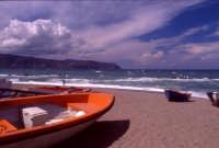 Spiaggia 2 con lo sfondo di Tindari  - Tonnarella (7553 clic)