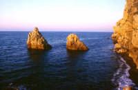 Scogli al tramonto  - Mongiove (5526 clic)