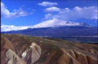 L'Etna vista da Centuripe - foto effettuata dai confini del territorio comunale. zona desertica, quasi lunare  - Centuripe (5511 clic)