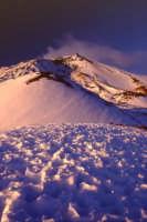 Etna innevata vista dai crateri Silvestri a quota 2000  - Nicolosi (3906 clic)