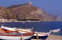 Panorama della spiaggia con lo sfondo del Santuario di Tindari  - Oliveri (11282 clic)
