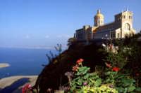Il Santuario e i laghetti di marinello  - Tindari (13570 clic)