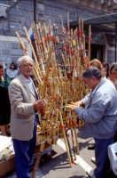 Festa di S. Alfio - venditore di flauti  - Trecastagni (3579 clic)
