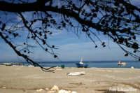 Spiaggia (L) - Foto di Giuseppe Accordino  - Patti marina (5369 clic)