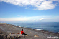 Spiaggia con lo sfondo delle isole Eolie - Foto di Giuseppe Accordino  - Patti marina (7004 clic)