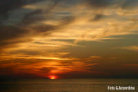 Tramonto sulla costa tirrenica  - Foto di Giuseppe Accordino  - Terme vigliatore (3678 clic)
