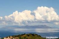 Isola di Vulcano vista dal Golfo di Patti -  Foto di Giuseppe Accordino  - Vulcano (3511 clic)