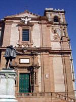 Basilica Cattedrale di Piazza Armerina (En) con in primo piano la statua di Marco Trigona  - Piazza armerina (3320 clic)