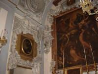 itinerari Serpottiani: chiesa di S.Orsola Via Maqueda.Decorazione a stucco di una cappella dedicata alle anime del purgatoio.Spicca la presenza di due scheletri ritratti in posa beffarda.  - Palermo (3999 clic)
