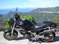Panorama su Ficarra e Isole Eolie................Passione Ducati  - Castell'umberto (4680 clic)