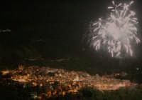 Panorama notturno con giochi d'artificio  - Longi (4256 clic)