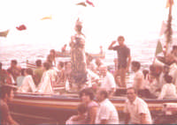 L'Immacolata in processione a mare anni 70'.  - Nizza di sicilia (8662 clic)