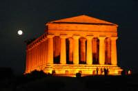 Il Tempio della Concordia in versione notturna  - Agrigento (3434 clic)