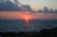 Levanzo, il tramonto dai Faraglioni  - Levanzo (2807 clic)