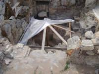 sedile delle terme ricavato dalla roccia sempre nella parte bassa dell'acropoli.  - Selinunte (2744 clic)