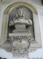 Oratorio del SS. Rosario in Santa Cita.  Busto dedicato a Giacomo Serpotta nel 1934 in occasione del