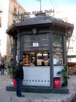 Quartiere Capo. Piazza Beati Paoli. Il chioschetto delle bibite PALERMO Gabriella Alù